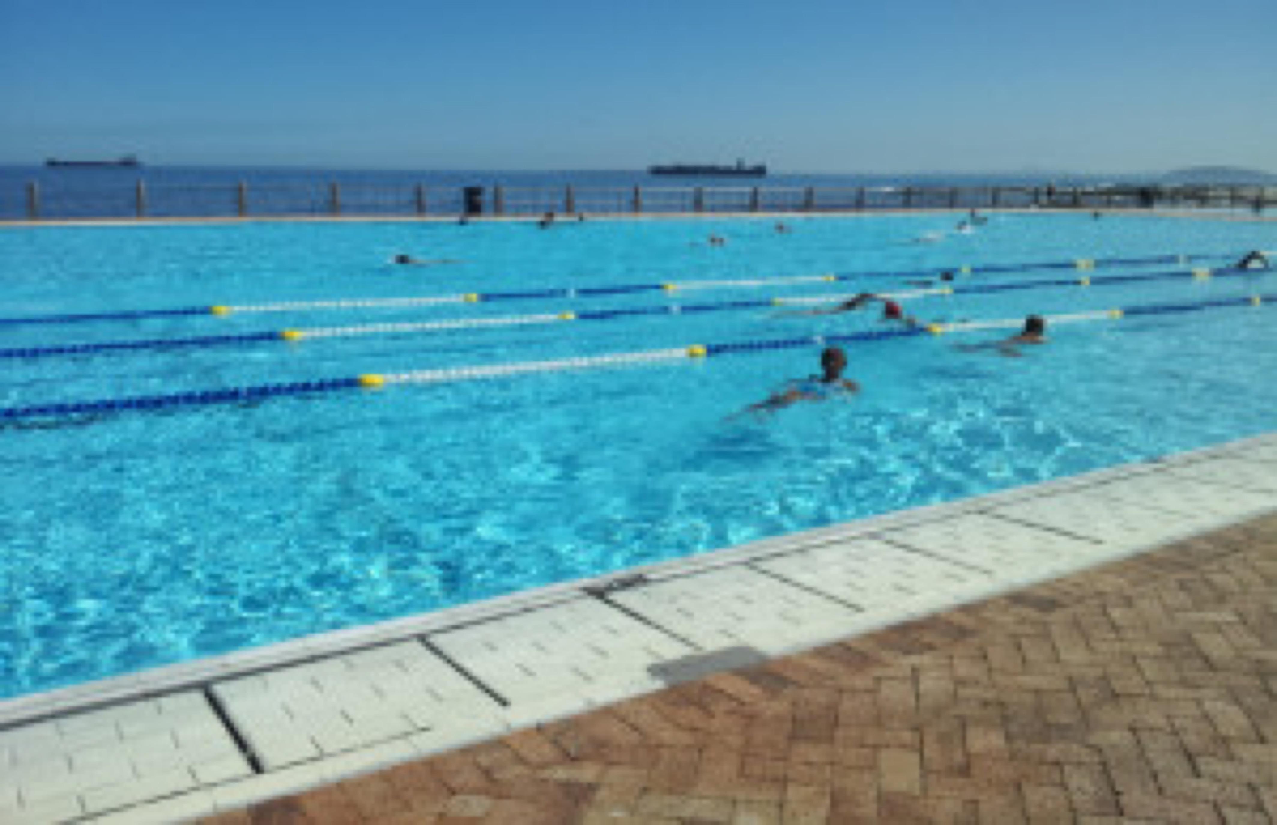 Jane swimming-4 (2) (640x414)