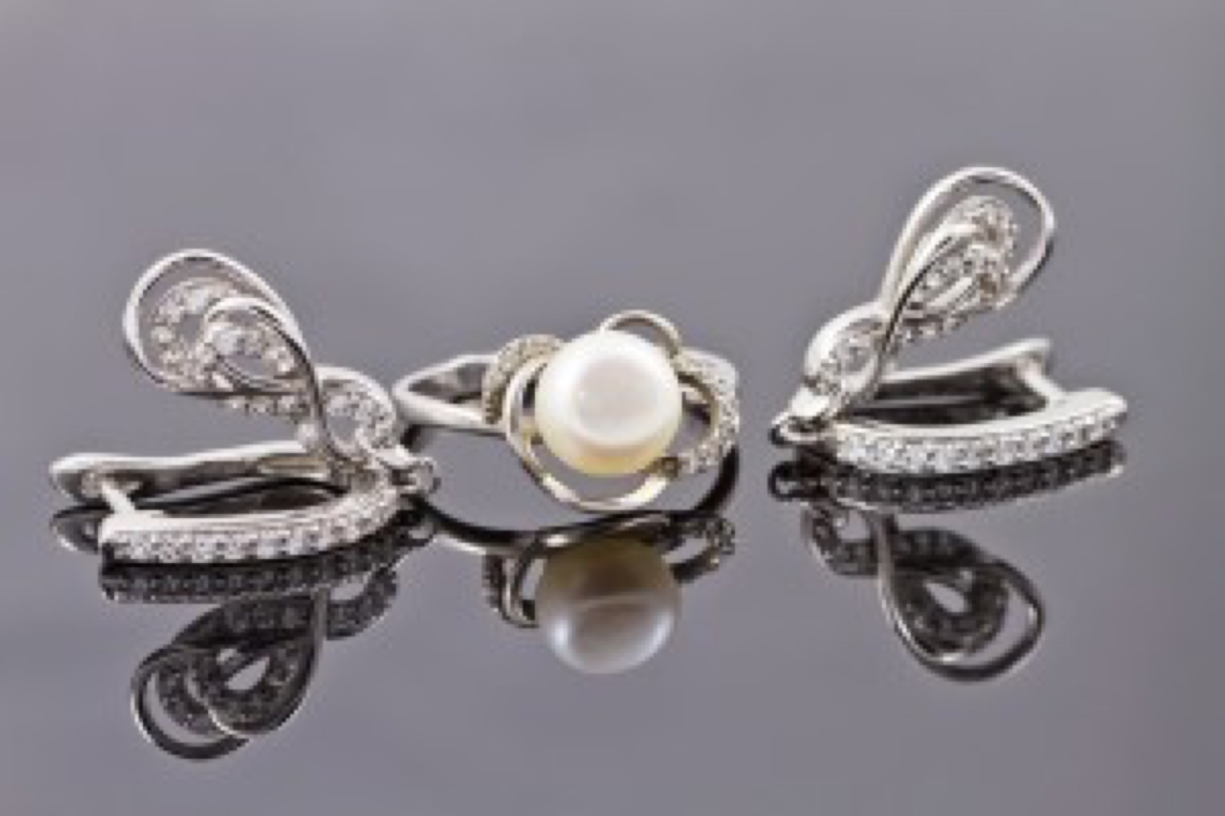 A set of fine silver jewelry : ring and earring